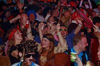Carnaval optocht kijken en afpilsen